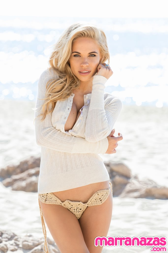 dani-mathers-playmate-miss-may-2014-02