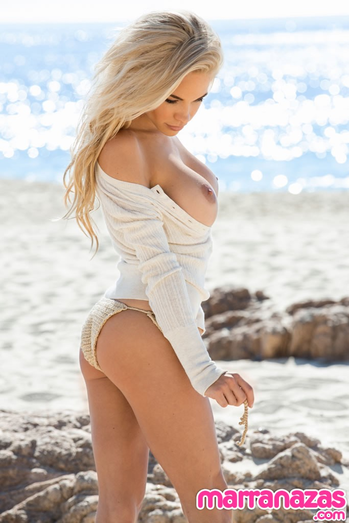 dani-mathers-playmate-miss-may-2014-05