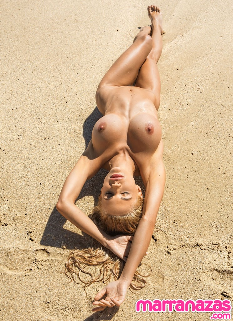 dani-mathers-playmate-miss-may-2014-15