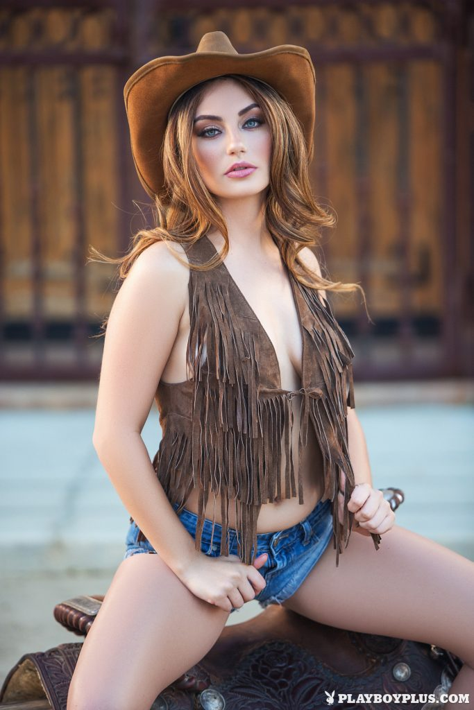 stunning-cowgirl-lauren-love-teases-with-her-perfect-curvy-body-outdoors-01